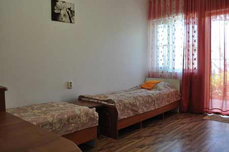 Гостиница АЗОВЧАНКА в поселке Кучугуры
