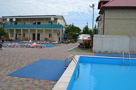 Гостиница ШИК в поселке Урзуф