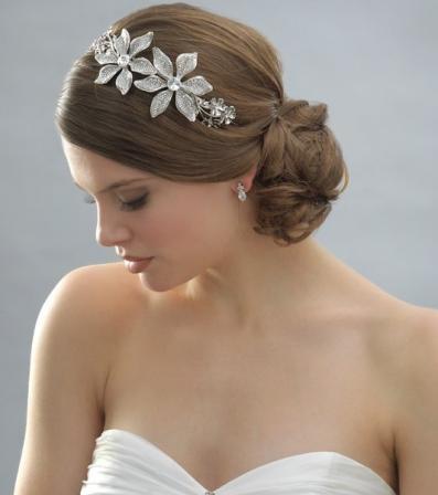 Свадебная прическа для молодых девушек 12
