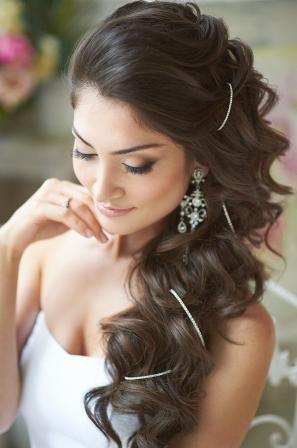 Роскошная свадебная прическа для брюнеток 13