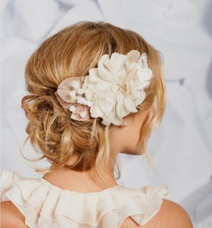 Свадебная прическа с цветком 17