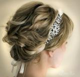 Свадебная прическа с обручем для невесты 23